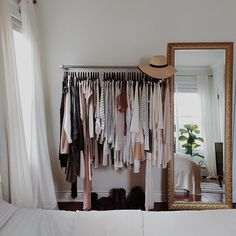 Makeshift closet ideas for my tiny house // Gold mirror + clothing rack - Home Decor Idea My New Room, My Room, Makeshift Closet, Home Bedroom, Bedroom Decor, Bedroom Ideas, Bedroom Storage, Small Bedrooms, Bedroom Interiors