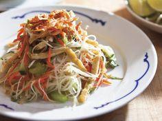 Charles Phan's Green Papaya Salad with Rau Ram, Peanuts, and Crispy Shallots Recipe Recipes With Fish Sauce, Sauce Recipes, Papaya Salad Dressing Recipes, Carrot Recipes, Healthy Recipes, Vegetarian Recipes, Shallot Recipes, Green Papaya Salad, Asian