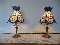Lámparas para mesilla, realizadas para una habitación con vidrios Spectrum.   Montadas sobre unos pies de bronce, adquiridos a un anticuario...