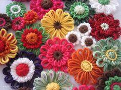 Super pretty yarn flowers