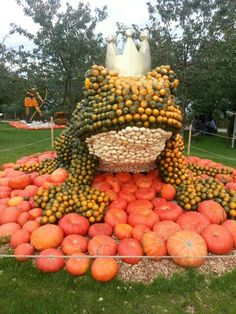 The great Autumn frog Fall Halloween, Happy Halloween, Vintage Halloween, Harvest Time, Fall Harvest, Pumpkin Squash, Pumpkin Farm, Autumn Scenes, Happy Fall Y'all