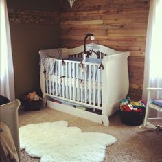 Rustic nursery with wood pallet accent wall when we have our own little blessing baby boy . Rustic Wood Wall Decor, Rustic Room, Rustic Nursery, Baby Nursery Furniture, Boy Nursery Themes, Nursery Boy, Baby Boy Rooms, Baby Boy Nurseries, Baby Boys
