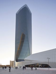 Image 14 of 14 from gallery of CityLife Shopping District / Zaha Hadid Architects. Photograph by Zaha Hadid Architects Tower Building, Building Structure, Building Design, Zaha Hadid Architektur, Arquitectos Zaha Hadid, Archi Design, Facade Design, Futuristic Architecture, Architecture Design