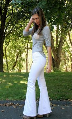 Outstanding 10 sewing projects tips are offered on our site. Take a look and you wont be sorry you did. Flare Pants Pattern, Pants Pattern Free, Yoga Pants Pattern, Sewing Patterns Free, Clothing Patterns, Sewing Paterns, Pattern Sewing, Sewing Clothes Women, Diy Clothing