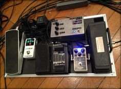 My new pedalboard #1 pic.twitter.com/ZRRErkQYtY