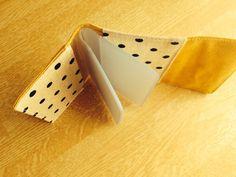 セリアのカードケースと少しの布を使って自分好みに変身させてみました♪お好きな布で簡単に作れるので、ぜひ作ってみてくださいね^o^