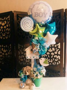 Balloon Display, Balloon Gift, Baby Shower Themes, Baby Shower Gifts, Diy Gift Box Template, Candy Bar Bouquet, Diy Gift Baskets, Birthday Candy, Baby Decor