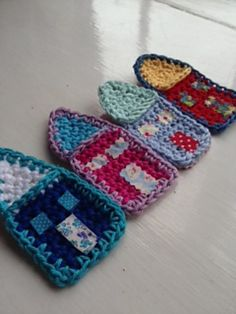 Ravelry: crochet house pin/brooch Tutorial ❥Teresa Restegui http://www.pinterest.com/teretegui/❥
