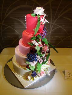 Cake Decorating Bagshot : 1000+ images about Wedding Cakes - Garden on Pinterest ...