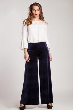 #pantaloni #catifea #pantalonicatifea #catifea #bleumarine #colors #style #love #fashion Urban, Clothing, Pants, Style, Fashion, Outfit, Trouser Pants, Moda, La Mode
