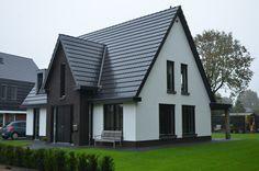 Eigentijdse pannengedekte villa met stucwerk en donkere kozijnen te veenendaal 01architecten for Eigentijdse buitenkant