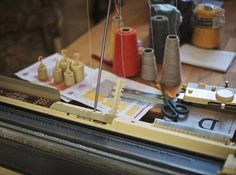 Aysen's Introduction to machine knitting class in teaches you all the basics of using a knitting machine. Fun Activities, Things To Do, Weaving, Arts And Crafts, Knitting Machine, Yarns, Pattern, Sew, Craft Ideas