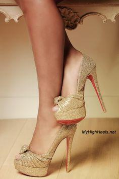 High Heels Designs Ideas For Spring. Hot High Heels, Womens High Heels, Stiletto Shoes, Shoes Heels, Estilo Real, Beautiful High Heels, Amazing Heels, Designer High Heels, Gold Shoes