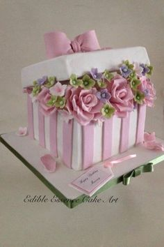 Flower Box - cake by Edible Essence Cake Art - CakesDecor Hat Box Cake, Gift Box Cakes, Bolo Floral, Floral Cake, Beautiful Wedding Cakes, Beautiful Cakes, Fondant Cakes, Cupcake Cakes, Wedding Cake Boxes
