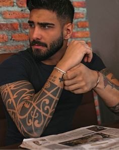 Beautiful Women Quotes, Beautiful Tattoos For Women, Beautiful Black Women, Gorgeous Men, Handsome Men Quotes, Handsome Arab Men, Handsome Bearded Men, Bearded Tattooed Men, Scruffy Men
