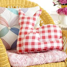 Make your own cat-shape pillow! Download the pattern here: http://www.bhg.com/decorating/do-it-yourself/accents/cute-cat-shape-pillow/?socsrc=bhgpin081514catshapepillow