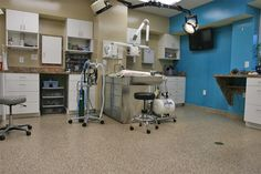 Veterinary office flooring that is resistant. Veterinarians need floors that can handle the abuse and stains aniamls can cause. Vet Office, Doctor Office, Office Interior Design, Office Interiors, Office Floor, Hospital Design, Vet Clinics, Commercial Flooring, Corner Desk