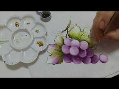 Pintura em Tecido. Aprenda Pintar Uva - YouTube Acrylic Painting Lessons, One Stroke Painting, Artist Painting, Floral Ribbon, Embroidery Fonts, Art Tips, Fabric Painting, Art Pictures, Diy Fashion