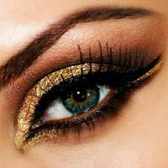 Gold eyes with black liner