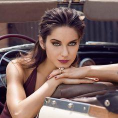 Prožijte podzim s DERMACOL GLAMOUR líčením v červenohnědých zemitých barvách MARSALY. Výrazná, stylová, sofistikovaná, ale především smyslná. Taková je barva roku – MARSALA. Rafinovanému spojení oblečení a líčení v barvách marsaly propadla i krásná Judit Bárdos :)! #Dermacol_CZ_SK #Dermacol #Dermacolcosmetics #DermacolCZSK #glamour #marsala #makeup #autumn #cosmetics #beauty #beautytip #dermacolofficial