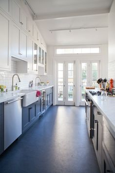 THIS is the kitchen i want. the blue, the linoleum, the shaker-simple cabinets, gorgeous. All About: Real Linoleum Flooring Kitchen Flooring Spotlight Kitchen Interior, New Kitchen, Kitchen Dining, Kitchen Decor, Country Kitchen, Kitchen Ideas, Kitchen Designs, Skinny Kitchen, Kitchen Board