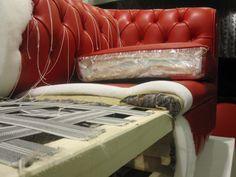 imbottiture più o meno morbide a scelta del cliente per delle comode sedute. Furniture Catalog, Smart Furniture, Furniture Upholstery, Furniture Making, Furniture Design, Reupholster Couch, Slipcovers For Chairs, Sofa Chair, Living Room Sofa Design