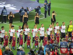 MUFC lining up before CL final at wembley May 2011 against Barca
