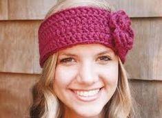 crochet headband with flower patterns - Google Search Diy Crochet Headband, Crochet Puff Flower, Crochet Headband Pattern, Crochet Flower Patterns, Crochet Patterns For Beginners, Crochet Beanie, Hand Crochet, Crochet Flowers, Crochet Baby