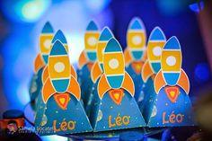 Fazia tempo que não colocava uma Festa Astronauta!!Olha que linda decoração e lindas ideias.Imagens Deyse Correa.Lindas ideias e muita inspiração.Um fim de semana maravilhoso.Bjs, Fabíola Tel...
