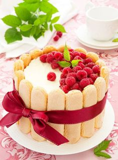 Raspberry charlotte cake shared by frannieredman Charlotte Dessert, Bolo Charlotte, Köstliche Desserts, Delicious Desserts, Dessert Recipes, Fancy Cakes, Mini Cakes, Traditional French Desserts, Bon Dessert