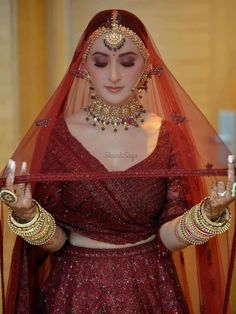 Indian Bridal Photos, Indian Bridal Outfits, Indian Bridal Fashion, Indian Fashion Dresses, Indian Designer Outfits, Bridal Dresses, Bride Indian, Wedding Lehenga Designs, Wedding Lehnga