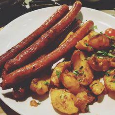 """""""Când rămâi fără mâncare, iei calea primului restaurant pe care îl vezi. #mâncareamea"""""""