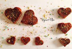 Leftover creations, hearts / restekaker, hjerter - Signert Ellen