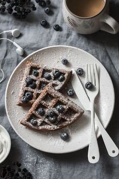Who wants chocolate for breakfast?! These healthy Cacao Bliss waffles are a wholesome way to start your day and also make a great quick dessert anytime the craving strikes. Quick Dessert, Great Desserts, Gluten Free Chocolate, Healthy Chocolate, Waffle Ingredients, Chocolate Waffles, Chocolate Protein Powder, Weight Loss Snacks, Waffle Recipes