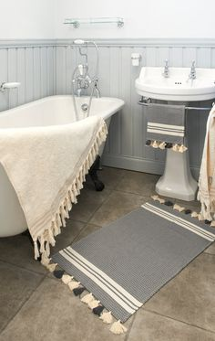 Matching Bath mat and hand towel sold as a set or by FilBlanc