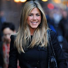 Gotta love Jennifer Aniston's hair! can I just chop off her hair and put it on my head? hehe