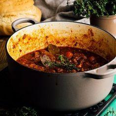 Receta de estofado de ternera con cerveza - Los Tragaldabas Chili, Food Photography, Soup, Favorite Recipes, Beef, One Pot Dinners, Primitive Kitchen, Spanish Kitchen, Best Recipes