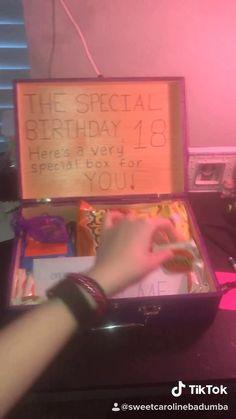 diy birthday gifts for sister 18th Birthday Present Ideas, 18th Birthday Gifts For Best Friend, Diy Best Friend Gifts, Birthday Gifts For Boyfriend Diy, Creative Birthday Gifts, Cute Birthday Gift, Boys 18th Birthday Gifts, 18th Birthday Ideas For Girls, Birthday Present Ideas For Best Friend