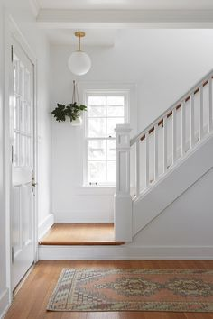 Vintage runner in the entryway + wood treads with white painted risers + hanging indoor plant + fun . Vintage runner in the entryway + wood treads with white painted risers + hanging indoor plant + fun . Ford Interior, Interior Design, Chandelier In Living Room, Outdoor Chandelier, Farmhouse Remodel, Light And Space, Country Farmhouse, Stairways, Decoration