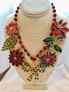 Christmas Vintage Poinsettias Green Red Rosary Bead Assemblage Upcycled Bib Necklace Doodaba by doodaba on Etsy Art Deco Necklace, Beaded Necklace, Tree Necklace, Pearl Necklaces, Steampunk Necklace, Crochet Necklace, Jewelry Crafts, Jewelry Art, Vintage Jewelry