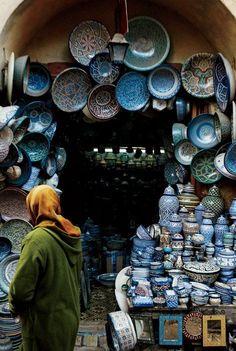 Cerámica tradicional de estilo Fassi estaba en exhibición en Souk el Henna