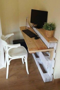 Decoracion Hogar - Decoracion Diy-Manualidades - Community - Google+ ~ looks like this wall desk is made from pallets and scrap wood. I love it!