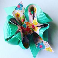 Lazo con corazones flores y color #lazos #regalosdecumpleaños #regalosoriginales #fashionistas #regalos #fashion #fashionkids #lazos #lazosparaniñas #lazosycintillos#color #cotillones #coqueterias#