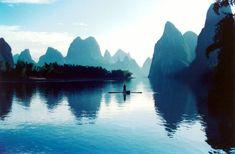 El paisaje del río Li, en Guilin, directamente sacado de un sueño #China #CulturaChina #Asia   www.maimaiwenhua.com