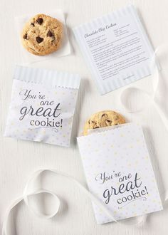 Free printable cookie bag or favor bag. I thought I'd make a printable bag to go with the chocolate chip cookies I made on Wednesday. These fun little bags are easy to make and are great little doggie bags or party favor bags. They are also a great way to say - 'you're one great cookie'.