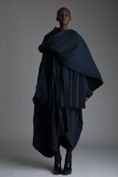 Designer Clothing Dark Minimal Street Style Fashion Source by mariammmulla clothes design Dark Fashion, New Fashion, Trendy Fashion, Fashion Models, Winter Fashion, Vintage Fashion, Fashion Outfits, Fashion Trends, Fashion Clothes