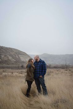 COUPLES PHOTOGRAPHY >> Drumheller >> © Lyndsay Greenwood Photography >> www.lyndsaygreenwood.ca