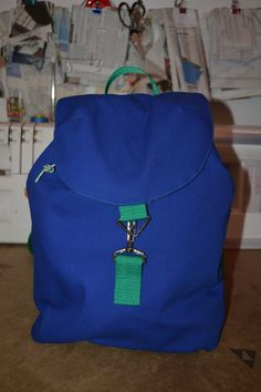 DIY Summer Backpack I'd love to make this with some Doctor Who fabric