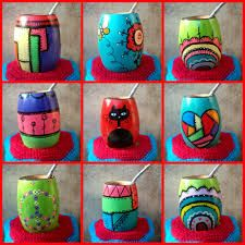 mates pintados - Buscar con Google Painted Clay Pots, Painted Flower Pots, Hand Painted Ceramics, Clay Pot Crafts, Diy And Crafts, Crafts For Kids, Arts And Crafts, Pebble Painting, Pottery Painting