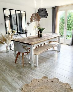 Bohemian Home Decor and Design Ideas Rustic Wood Furniture, Bohemian Furniture, Bohemian Interior, Painted Furniture, Furniture Design, Modern Bohemian, Boho, White Bohemian Decor, Furniture Ideas